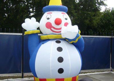 vrolijke opblaasbare clown