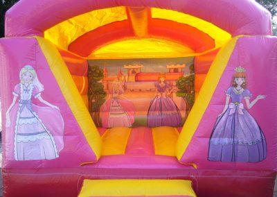 prinsesjes afgebeeld op springkussen